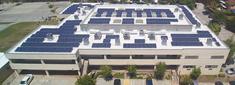 armazem com paineis solares